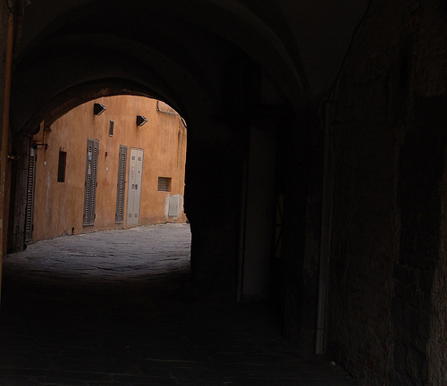 An alley in Pisa - Picture by Xos Castro