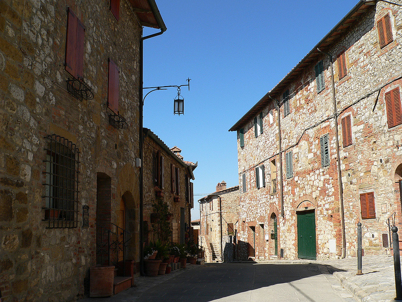 Street in Montefollonico [Photo Credits: Elena Nacci]