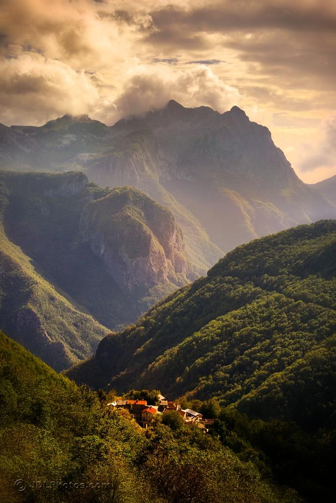Italy Garfagnana _DeLutes