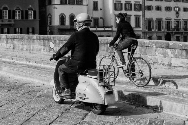 Bike and scooter in Florence [Photo Credits: Maurizio MaOrI1563]