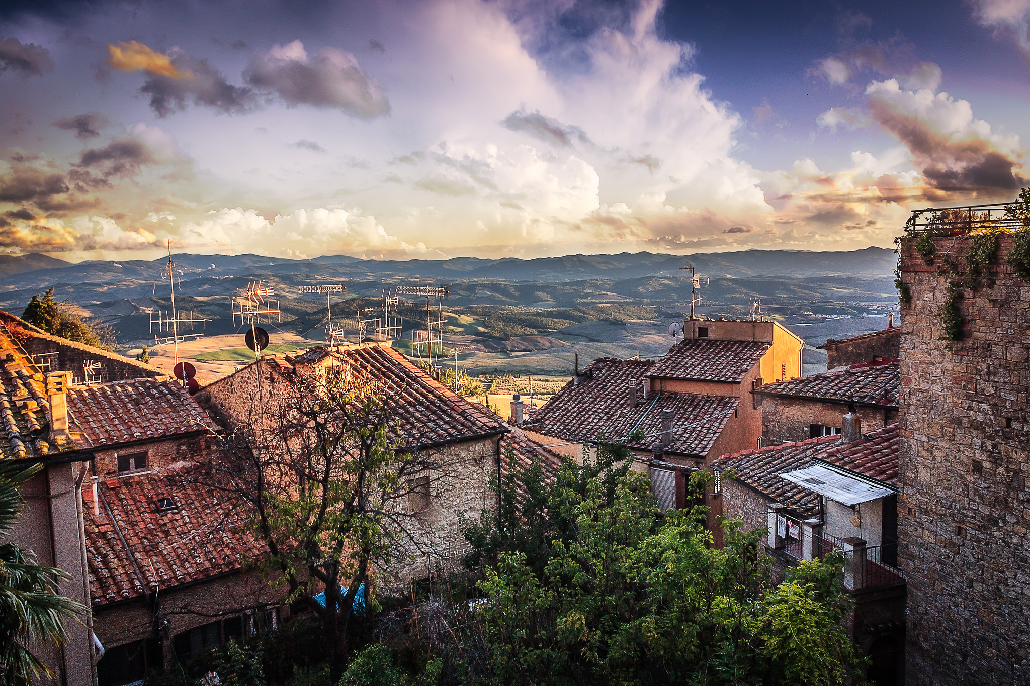 volterra hilltop towns in tuscany