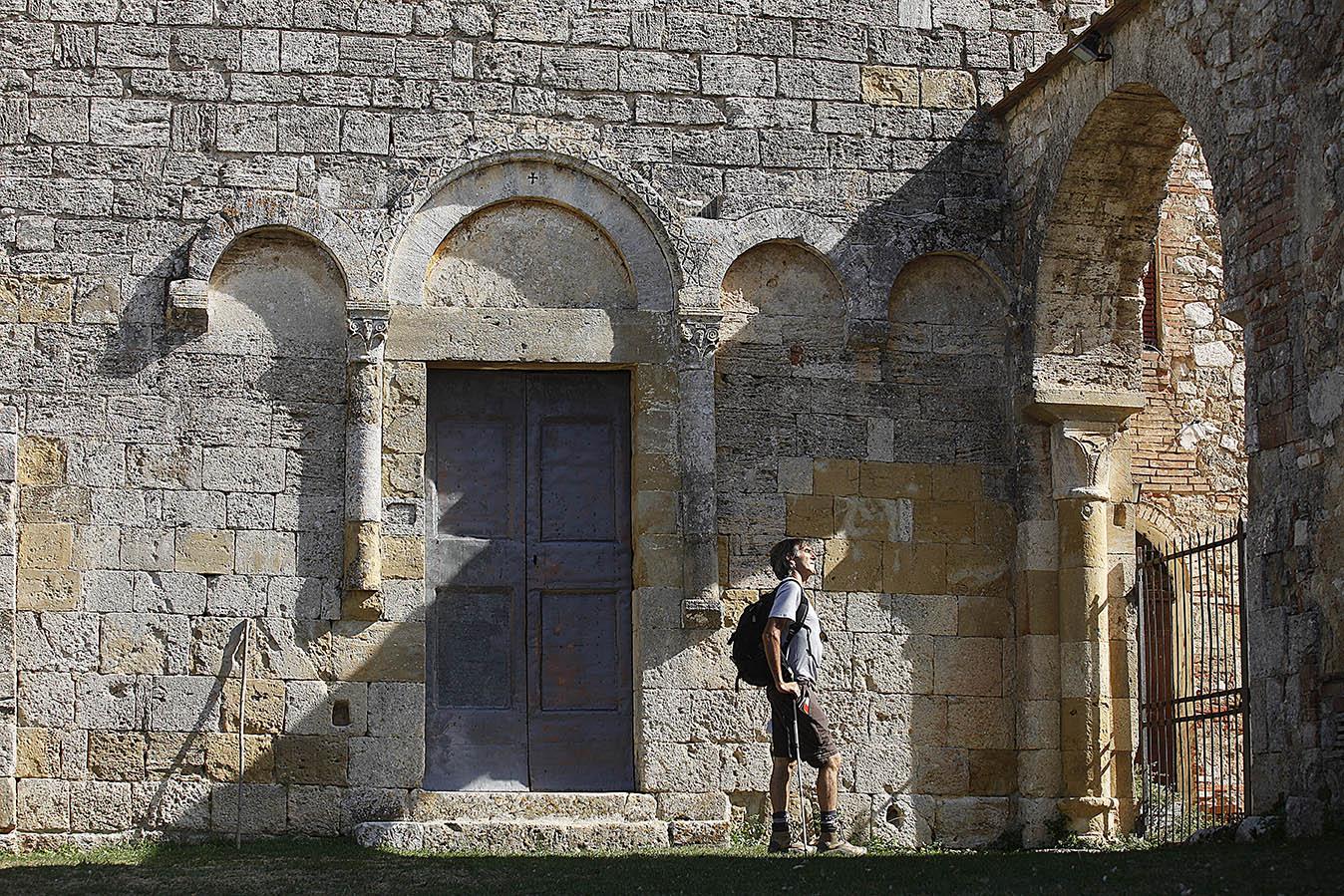 francigena tuscany pilgrims