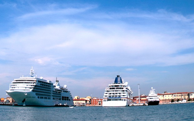 Cruise ships in Livorno