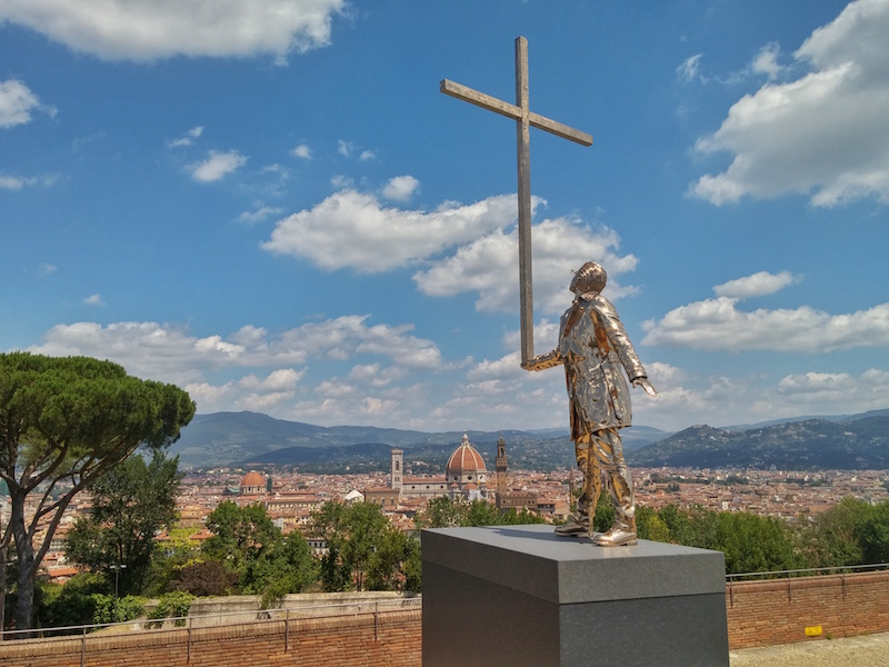 "Jan Fabre's ""The man who  bears the cross"" at Forte Belvedere, Florence"