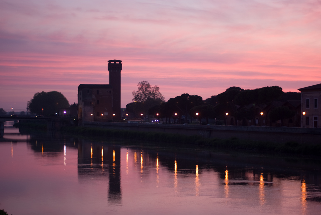 L&#039;Arno al tramonto, Pisa - [Photo Credits: Michelle dalla Torre http://bit.ly/13uUBmh]
