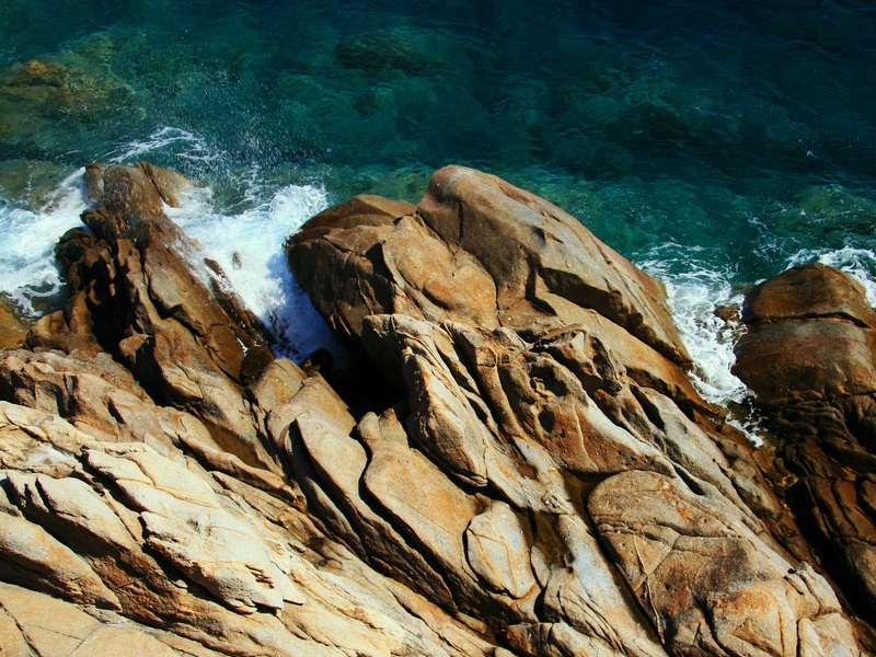 Scogli dell&#039;Isola d&#039;Elba [Photo Credits: Bunshee http://www.flickr.com/photos/bunshee/5964419035/sizes/l/]