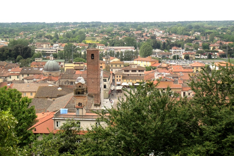 Pietrasanta vista dalla Rocca.
