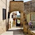 Il pittoresco borgo di Abbadia a Isola