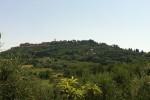 Si distingue il tempio di San Biagio sulla collina di Montepulciano
