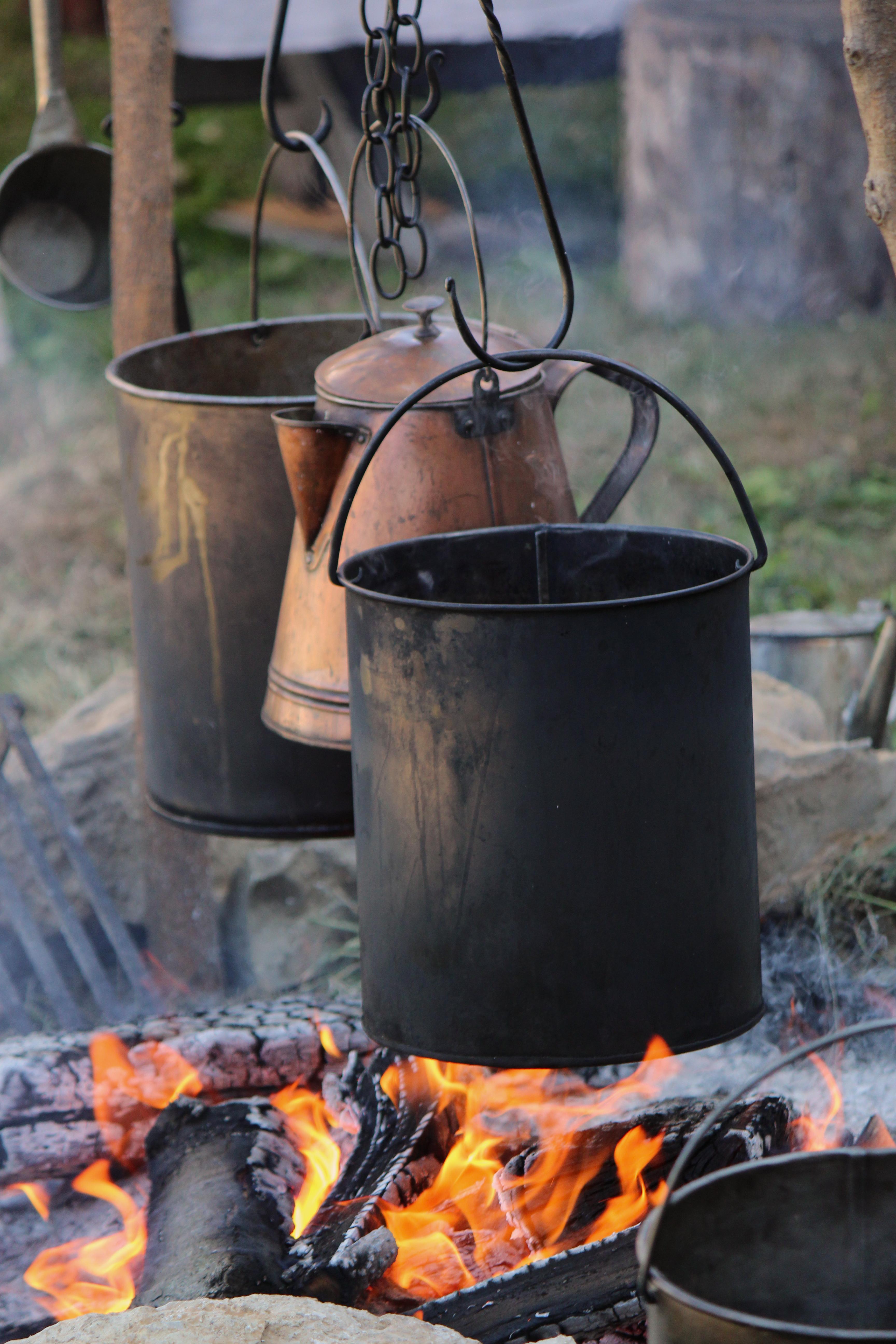 Fiori metalli e buona cucina tour nell 39 artigianato di - Utensili da cucina particolari ...