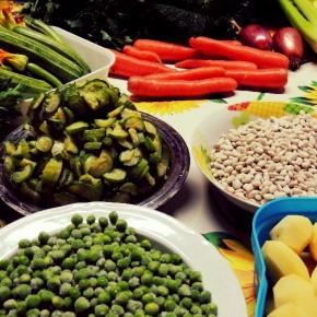 Ingredientes frescos e ribollita colorido