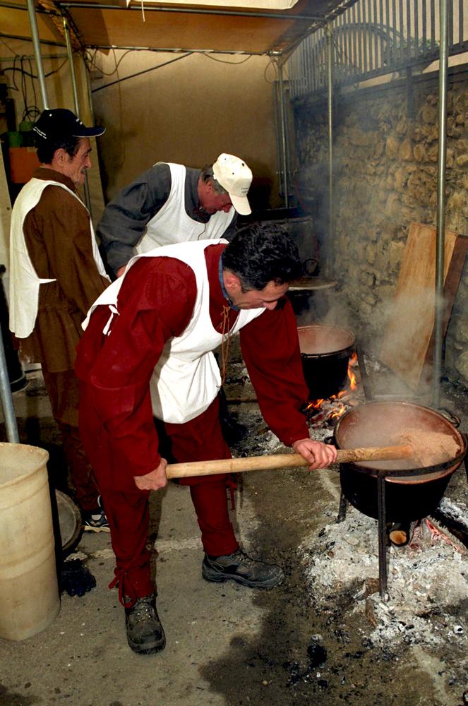 I paioli e la preparazione della polenta di castagne