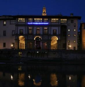 """""""All art has been contemporary"""" by Maurizio Nannucci , 2010 neon , 65 x 1600 cm Galleria degli Uffizi Foto: Carlo Cantini"""