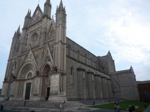 Orvieto_cathedral_side