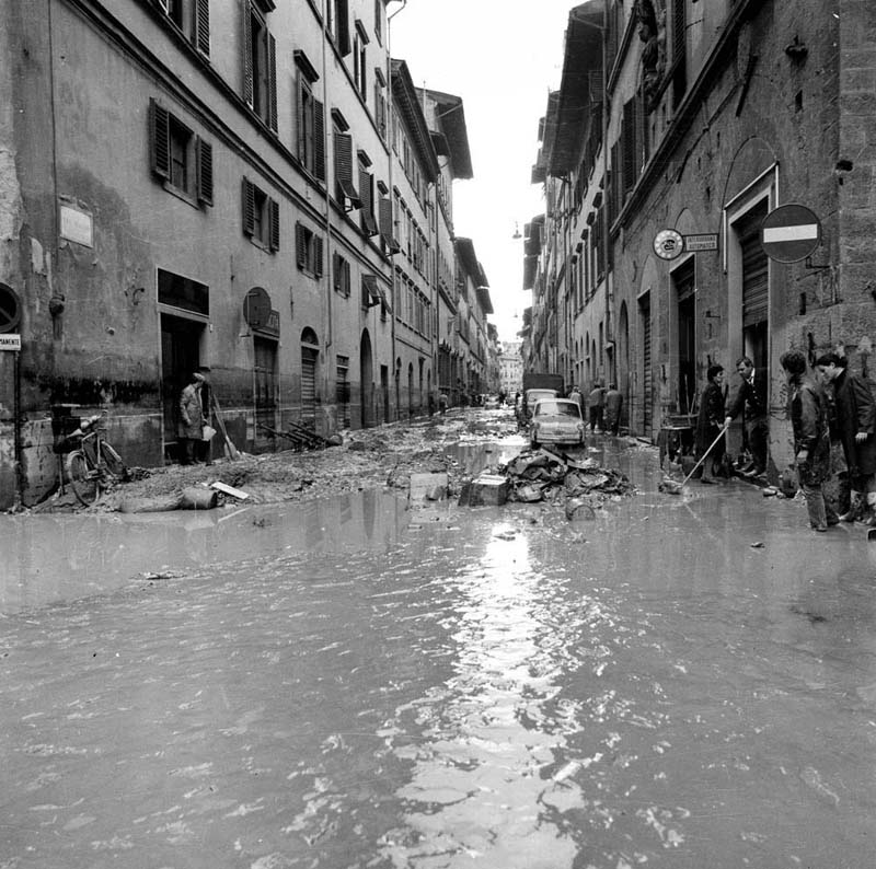 the great flood of florence 1966 a photographic essay Find helpful customer reviews and review ratings for the great flood of florence, 1966: a photographic essay (the villa rossa) at amazoncom read honest and unbiased.