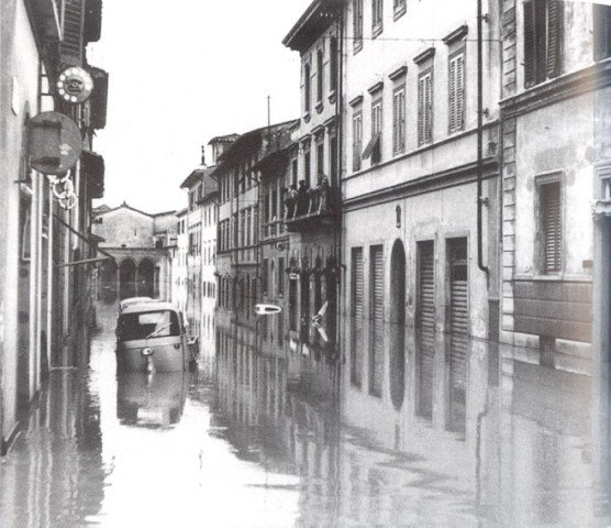 Remembering the great flood 4 11 1966 tuscany arts for Firenze foto storiche