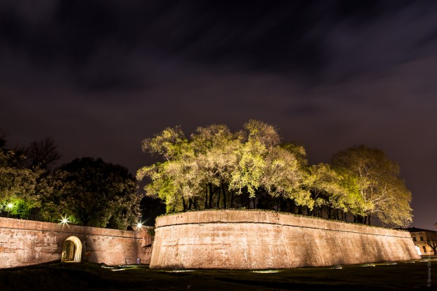 Lucca walls night
