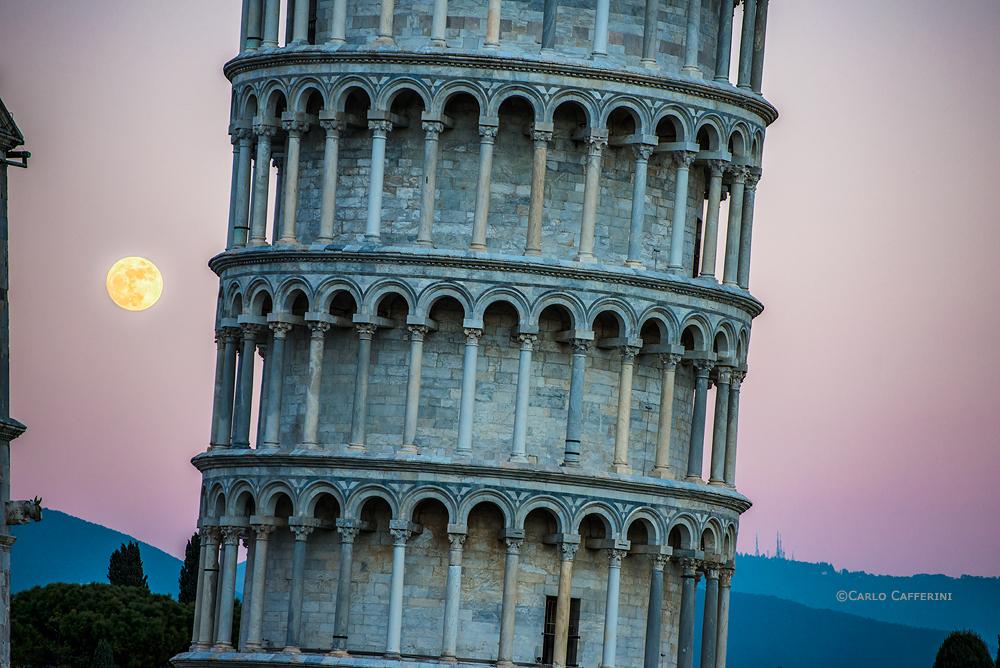 Giant moon - Piazza dei Miracoli, Pisa