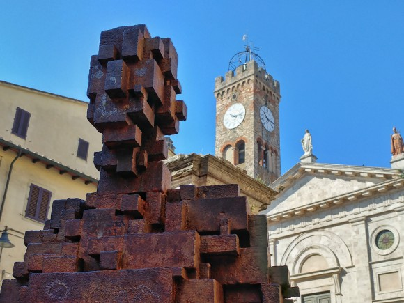 Artwork Gormley in Poggibonsi
