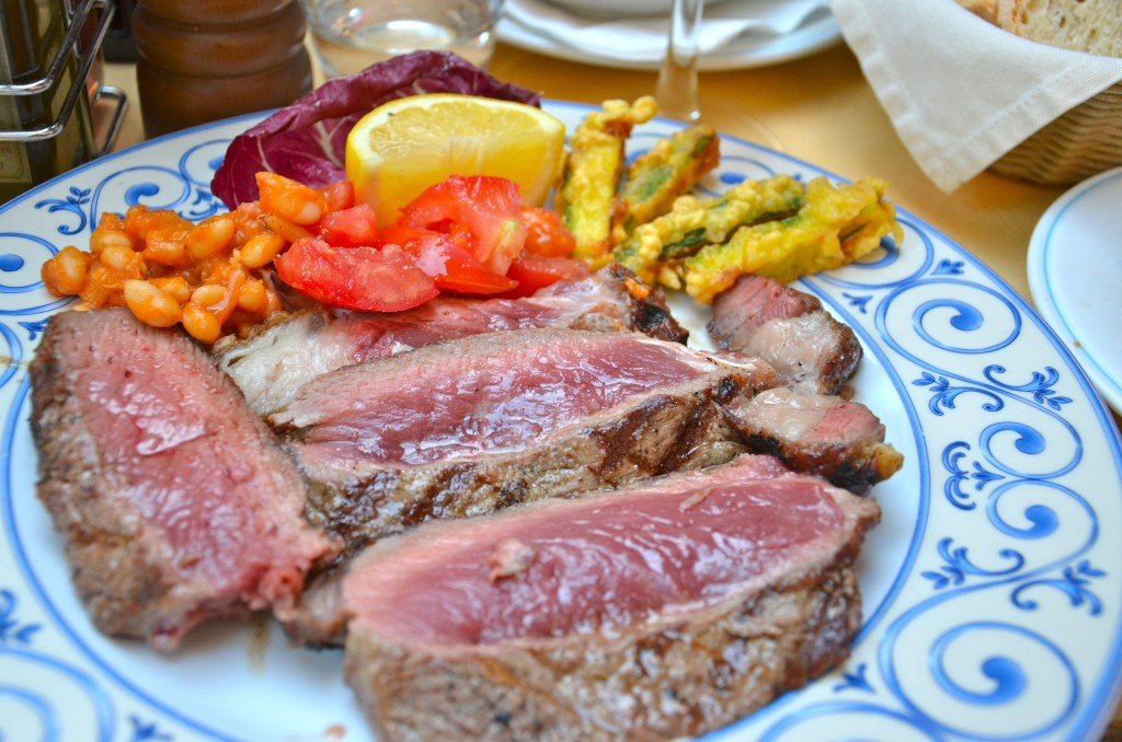 Slices of Fiorentina T-bone steak [Photo credits: Cristian Davidson]