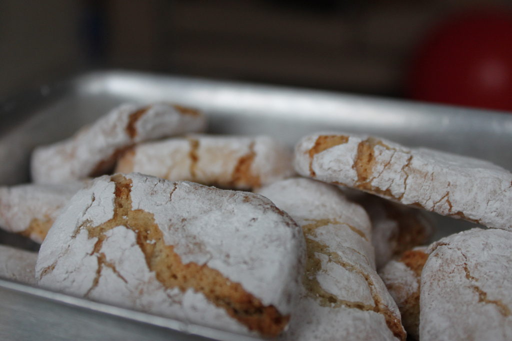 Ricciarelli [Photo credits: The Curious Baker http://ow.ly/fX6gY]