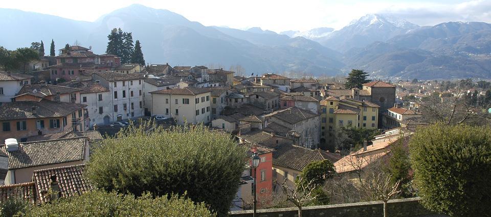 Barga Italy  city pictures gallery : Barga [Photo credits: Strada del vino e dell'olio di Lucca, Montecarlo ...