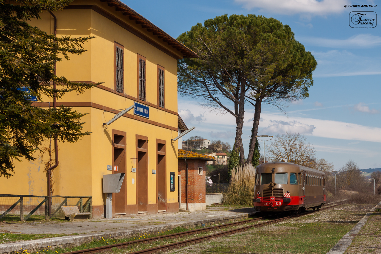 Nature train in San Giovanni D'Asso (Siena)  [Photo credits: Frank Andiver]
