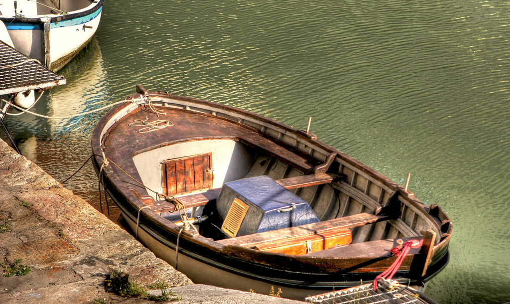Livorno: a boat docked in a canal [Photo credits: Giuseppe Moscato]