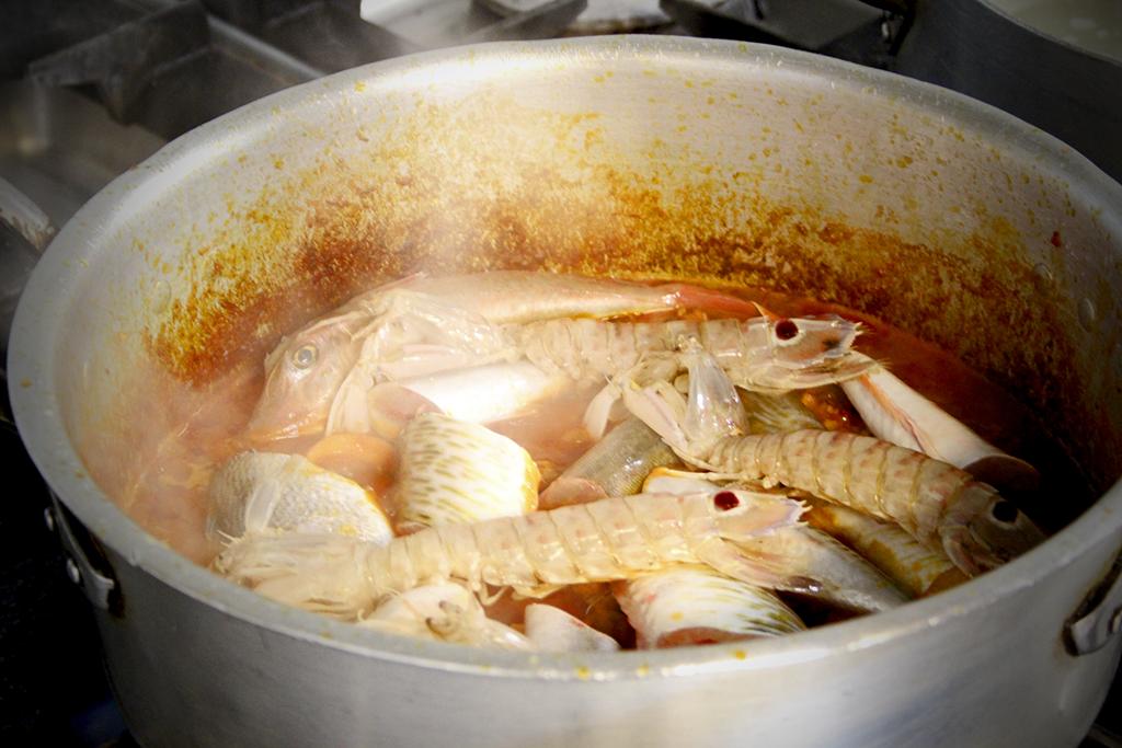 Making cacciucco fish soup at Antica Locanda da Luca (Viareggio)