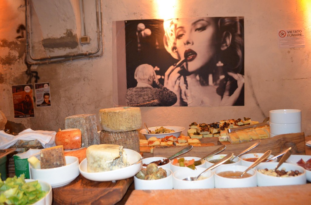 Aperitivo in Florence, Tuscan food